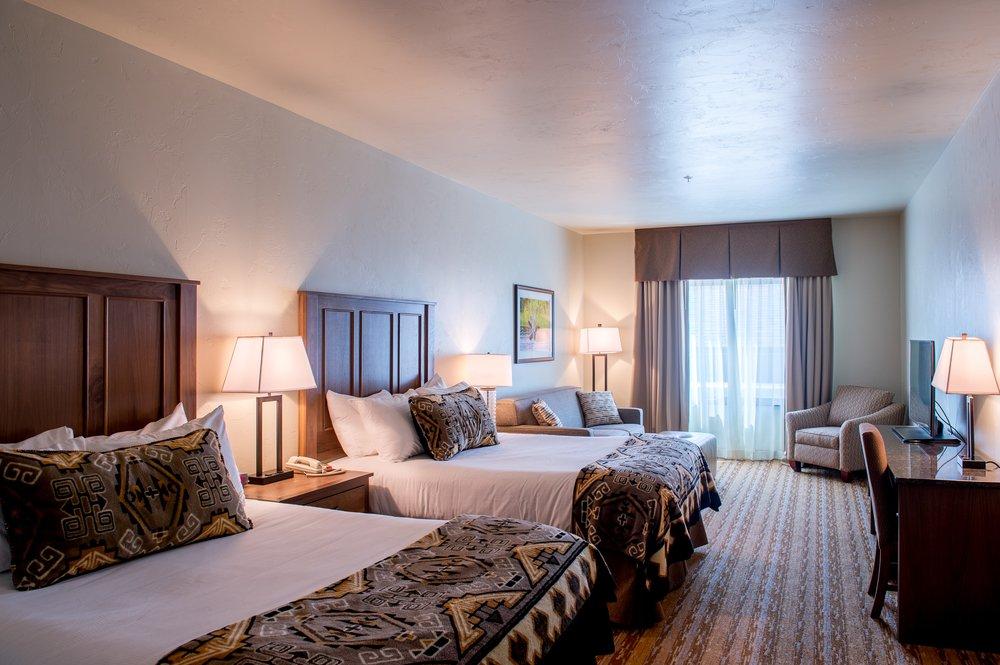 Cedar Creek Lodge: 930 2nd Ave W, Columbia Falls, MT