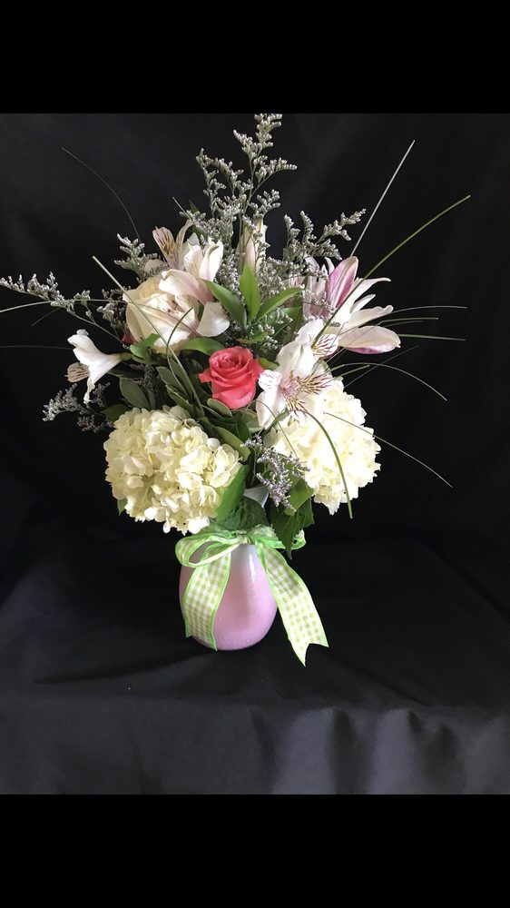 Mexico Road Florist: 350 Mid Rivers Mall Dr, Saint Peters, MO
