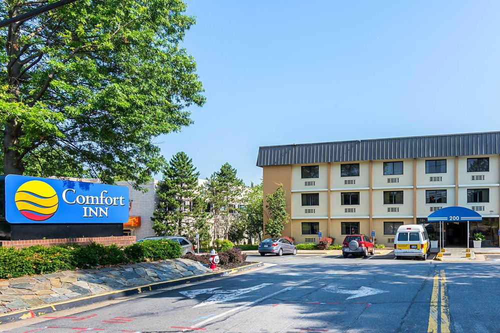 Comfort Inn Washington Dulles International: 200 Elden St, Herndon, VA