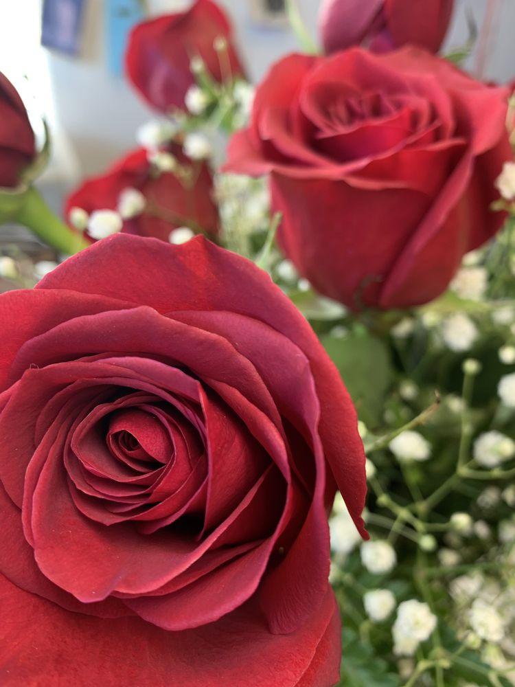 Hawes Florist: 70 Powder Mill Rd, Maynard, MA
