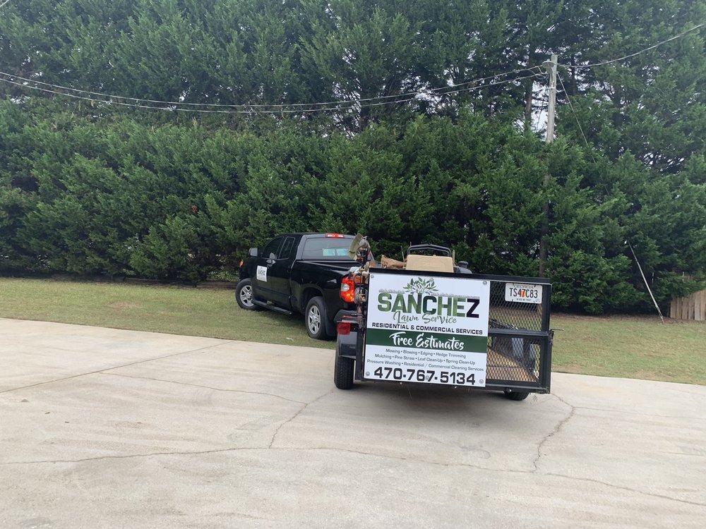Sanchez Lawn Service: Jonesboro, GA