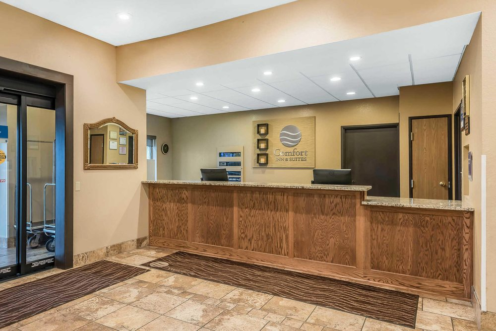 Comfort Inn & Suites: 4009 Parkview Dr, Pittsburg, KS