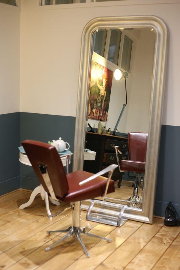 Les beaux baumes coiffeurs salons de coiffure 8 rue for Samantha oups au salon de coiffure