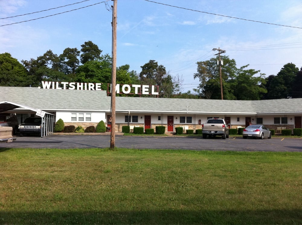 Wiltshire Motel: 140 South Breezewood Rd, Breezewood, PA