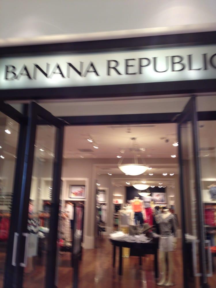 Banana Republic - Temporarily Closed: 21100 Dulles Town Cir, Sterling, VA