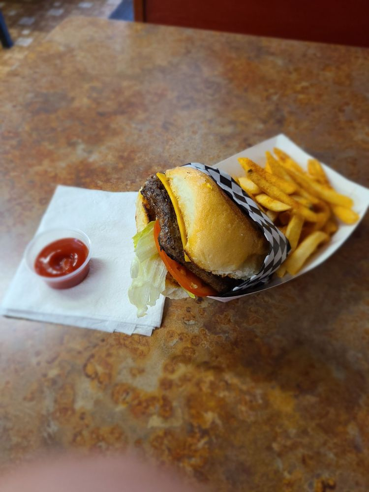 Burr Country Store & Grill: 5203 Fm 1301 Rd, Wharton, TX