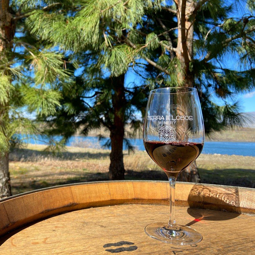 Tierra De Lobos Winery: 201 Osprey Ln W, The Dalles, OR