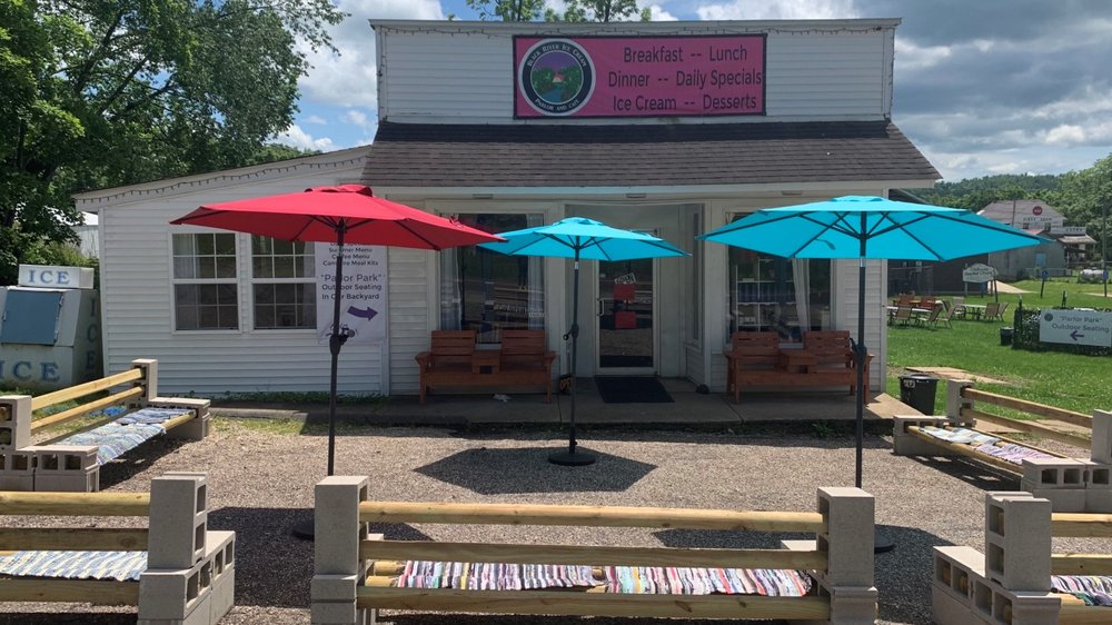Black River Ice Cream Parlor: 32992 Hwy 21, Lesterville, MO