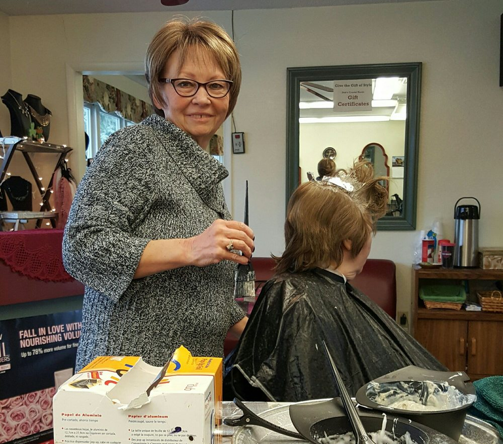 Deb's Crystal Room & Men's Salon: 207 E Jefferson St, Blissfield, MI