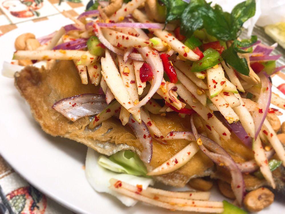 Thai MaNa Restaurant: 15004 Hwy 99, Lynnwood, WA