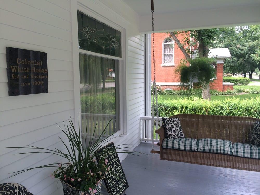Colonial White House: 400 N 16th St, Clarinda, IA