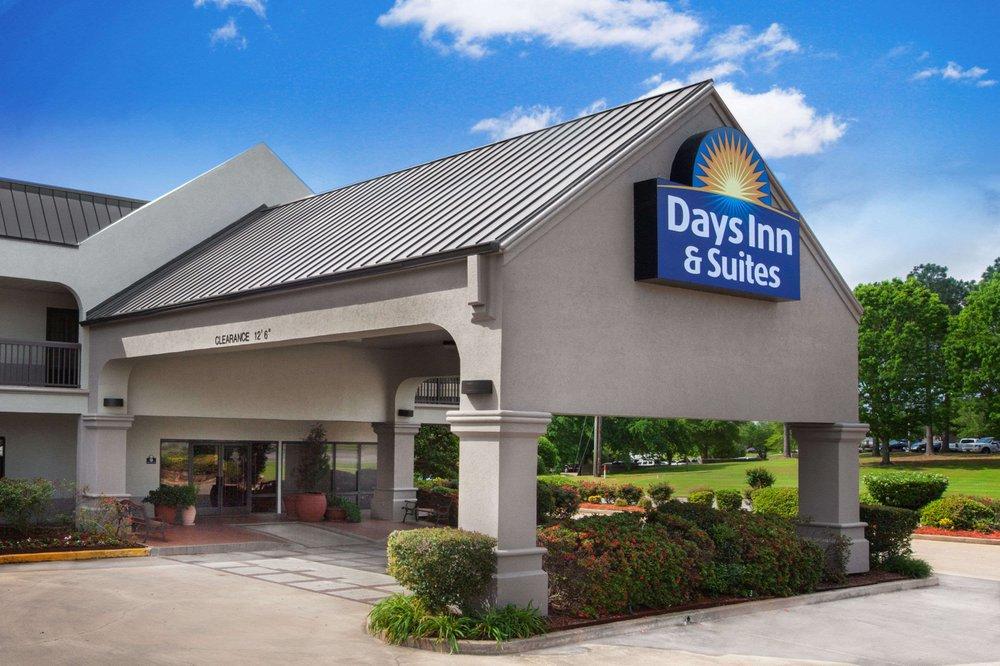 Days Inn & Suites by Wyndham Tyler: 3130 Troup Hwy, Tyler, TX