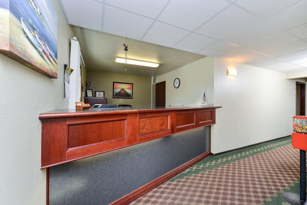 Americas Best Value Inn Staples: 109 - 2nd Avenue NW, Staples, MN