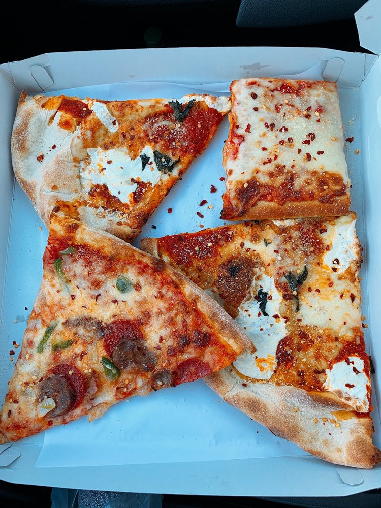 Village Pizzeria: 100 Greenwich Ave, Goshen, NY