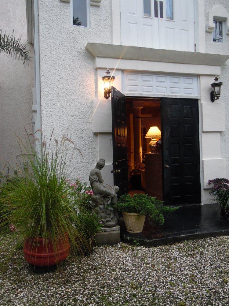 The Hacienda House: 19390 Powell Rd, Brooksville, FL