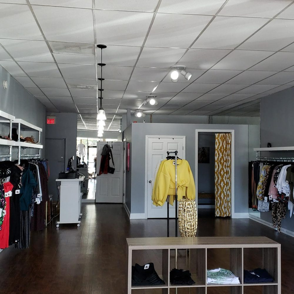 Coopers Hill Boutique: 910 McMullen Booth Rd, Clearwater, FL