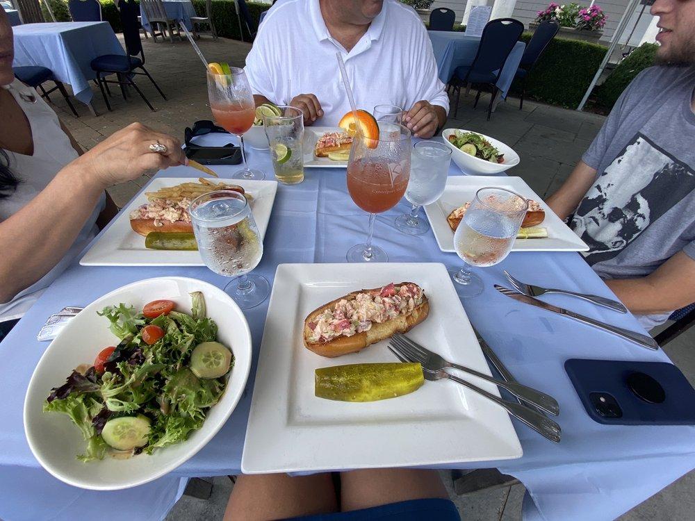 Centerport Yacht Club Restaurant: 32 Beach Plum Dr, Centerport, NY