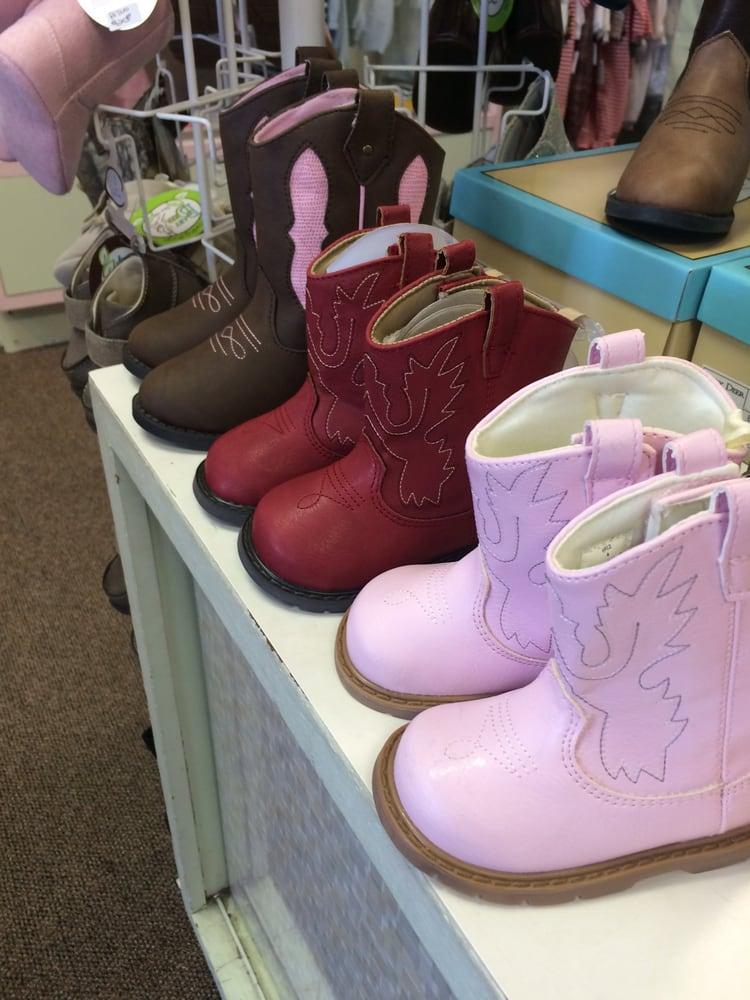 Neffie's Childrens Wear: 439 Fieldstown Rd, Gardendale, AL