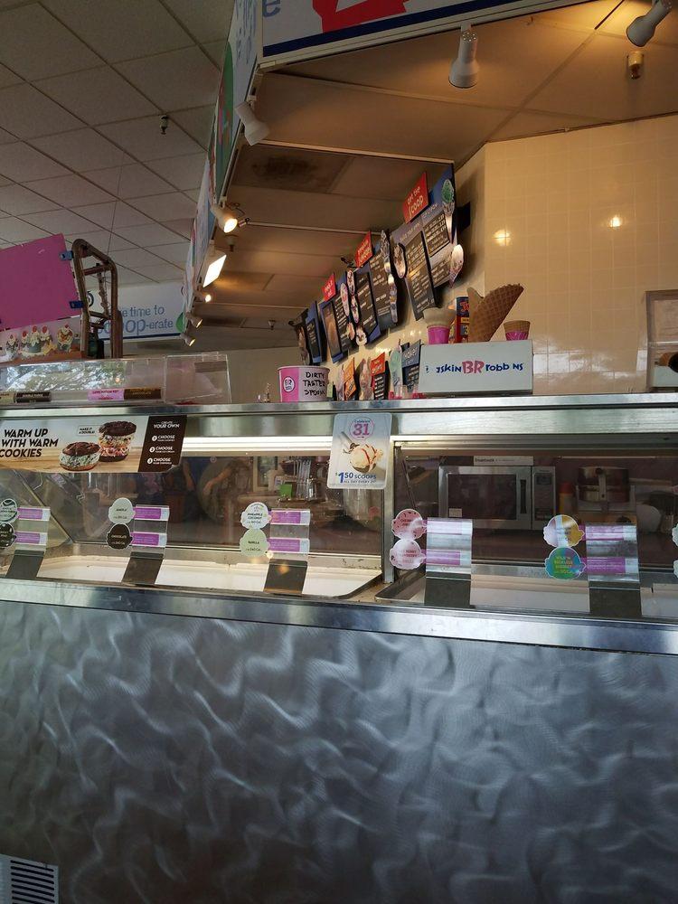 Baskin Robbins: 1769 Grant Ave, Novato, CA