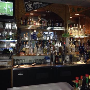 Laurel lounge 26 reviews sports bars 3932 macarthur for Food bar oakland