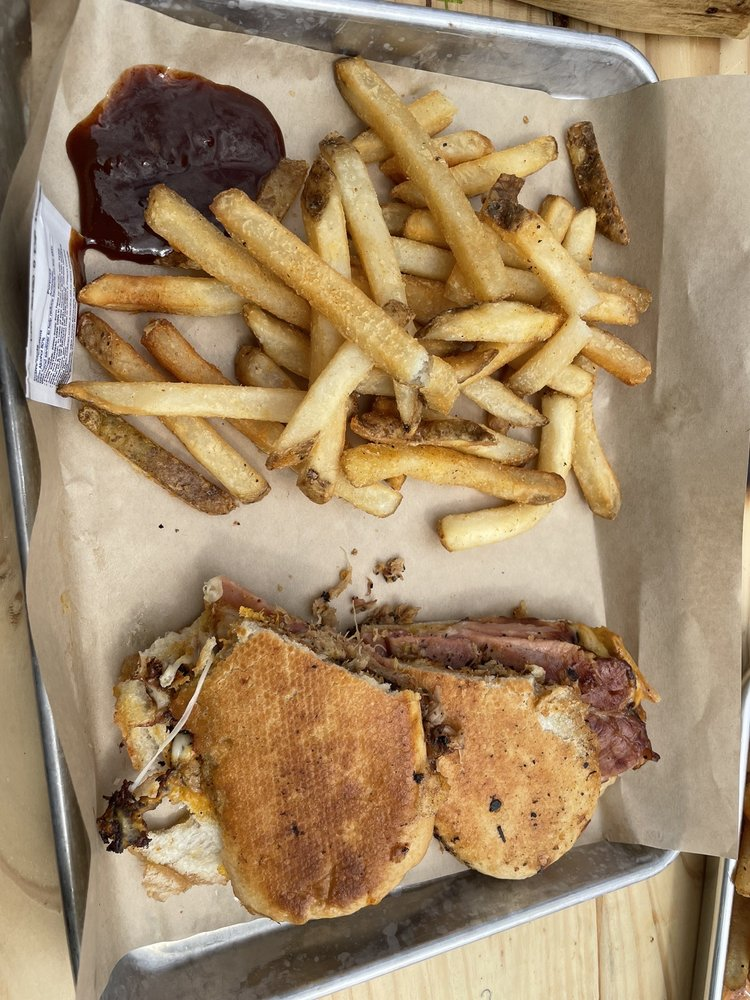 Meatheads Smokehouse and Beer Works: 8928 Vernon Rd, Lake Stevens, WA