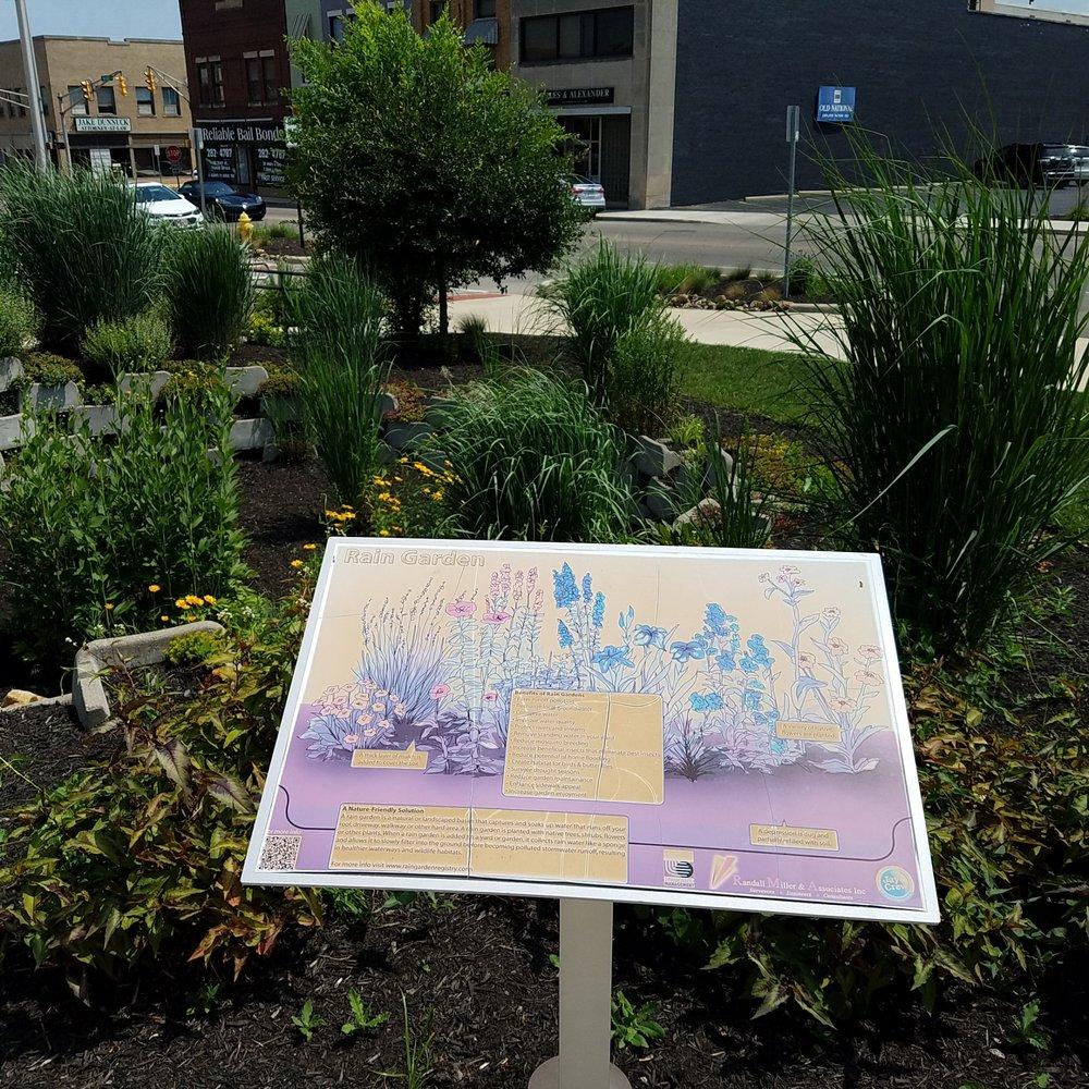 Delaware County Plaza Green & Veterans Memorial: 50 W Main St, Muncie, IN