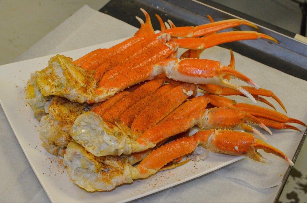 Hutto Seafood Market and Kitchen: 1175 Hutto St, Orangeburg, SC