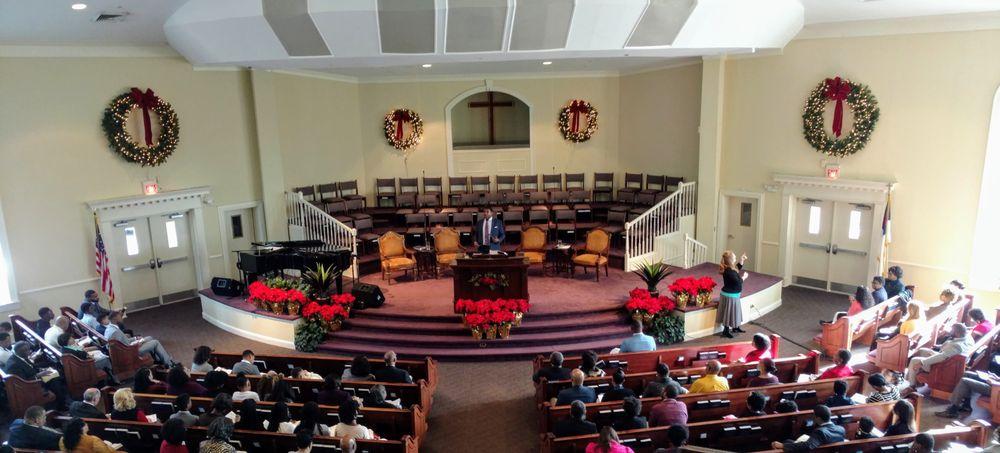 Crossroads Baptist Church: 5811 Hoffmans Ln, Falls Church, VA