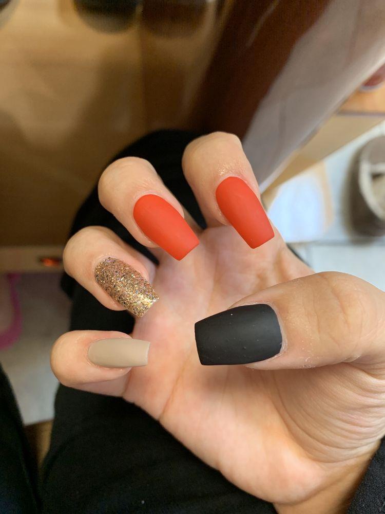La Vie Nails: 1233 W Main St, Monongahela, PA