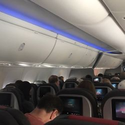 american airlines plane cabin walls crack loose on flight - 250×250