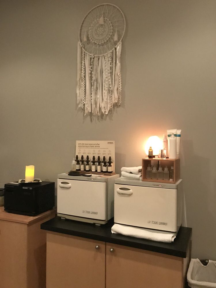 Trixies Salon: 3770 8th St SW, Altoona, IA