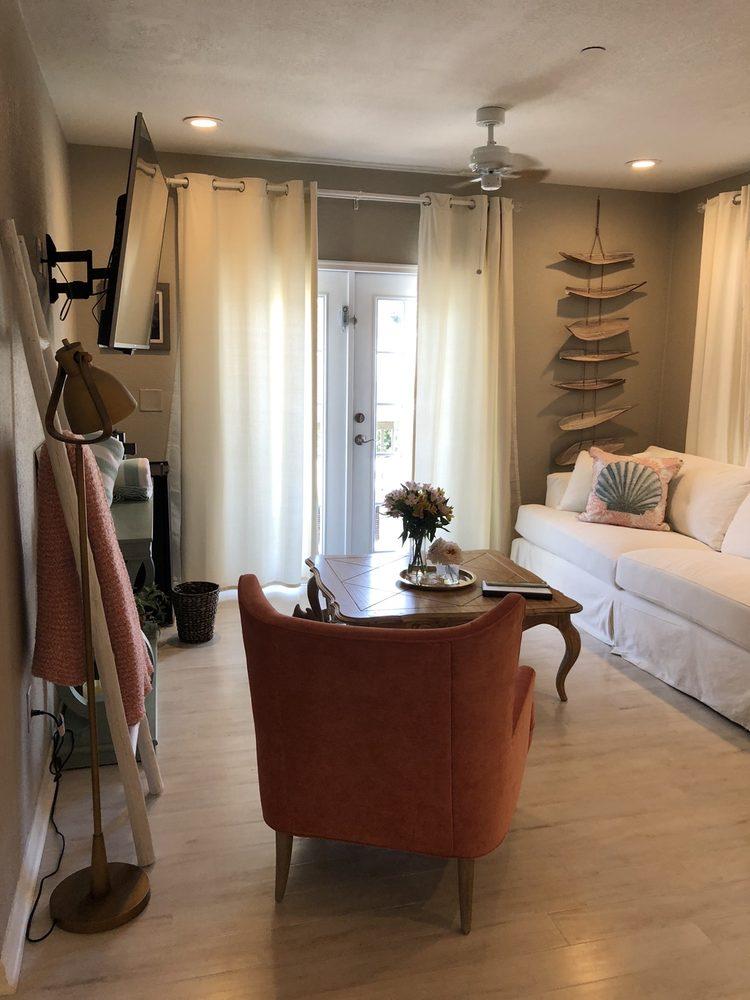 The Kenwood Gables Bed & Breakfast: 2801 7th Ave N, St. Petersburg, FL