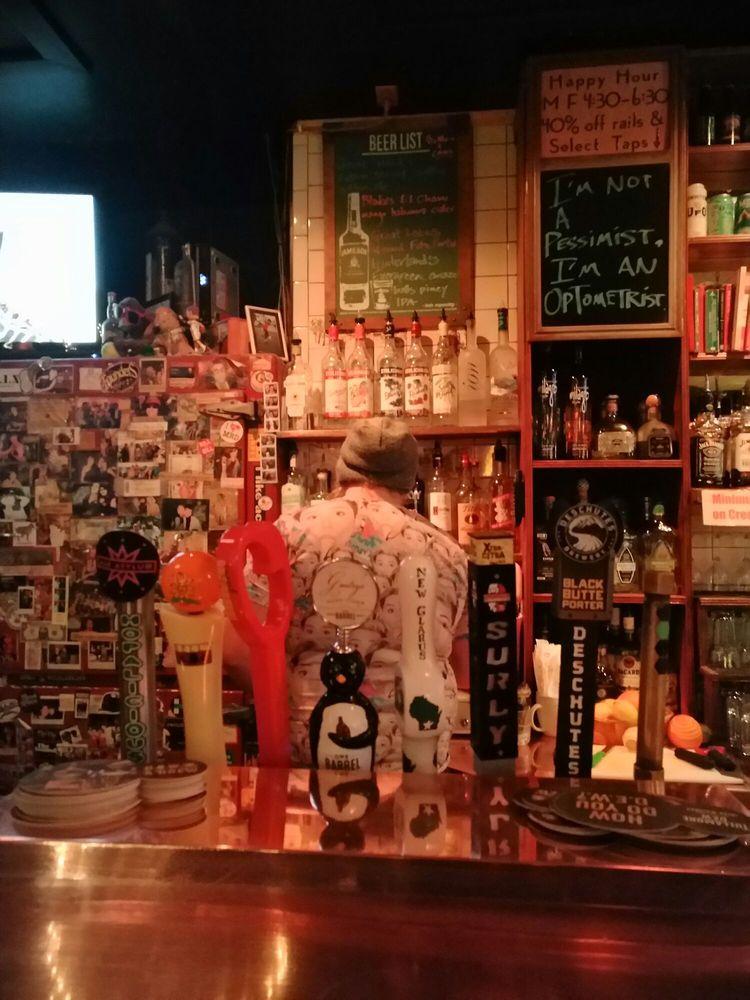 Genna's Lounge