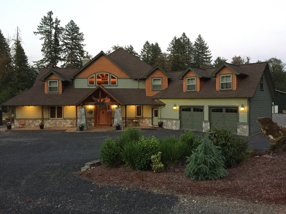 Cascade Mountain Lodge: 47368 Lyons-Mill City Hwy, Lyons, OR