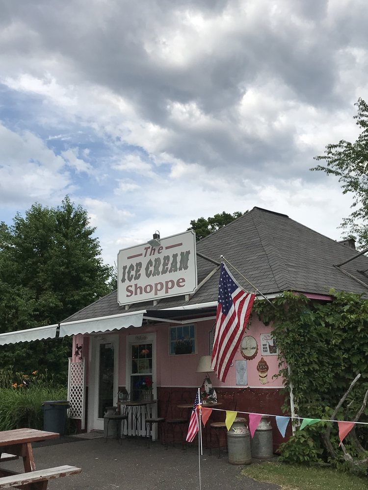 The Ice Cream Shoppe: 300 Vulcan St, Florence, WI