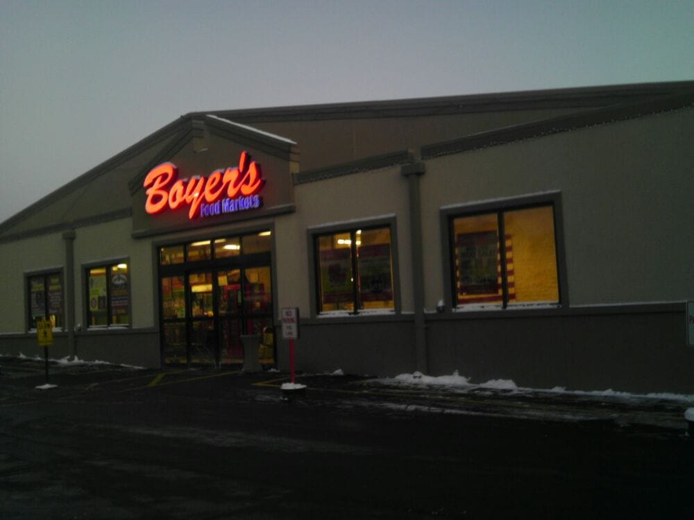 Boyer's Food Markets: 550 W Oak St, Frackville, PA