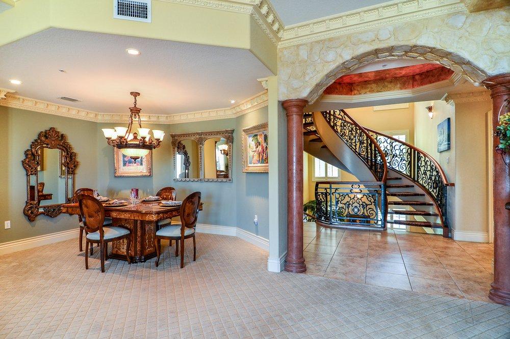 Sandy Hartmann & Associates, Keller Williams Luxury Homes Int'l: 5666 Seminole Blvd, Seminole, FL