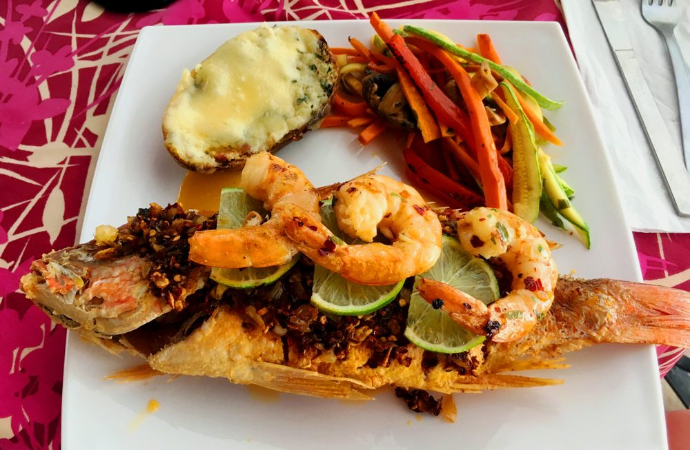 Foto de Mismaloya Grill - Aguacate, Jalisco, México. Shrimp and Snapper done Scarlett style, pan fried with a paste of garlic and crushed red pepper.  The potato was twice baked