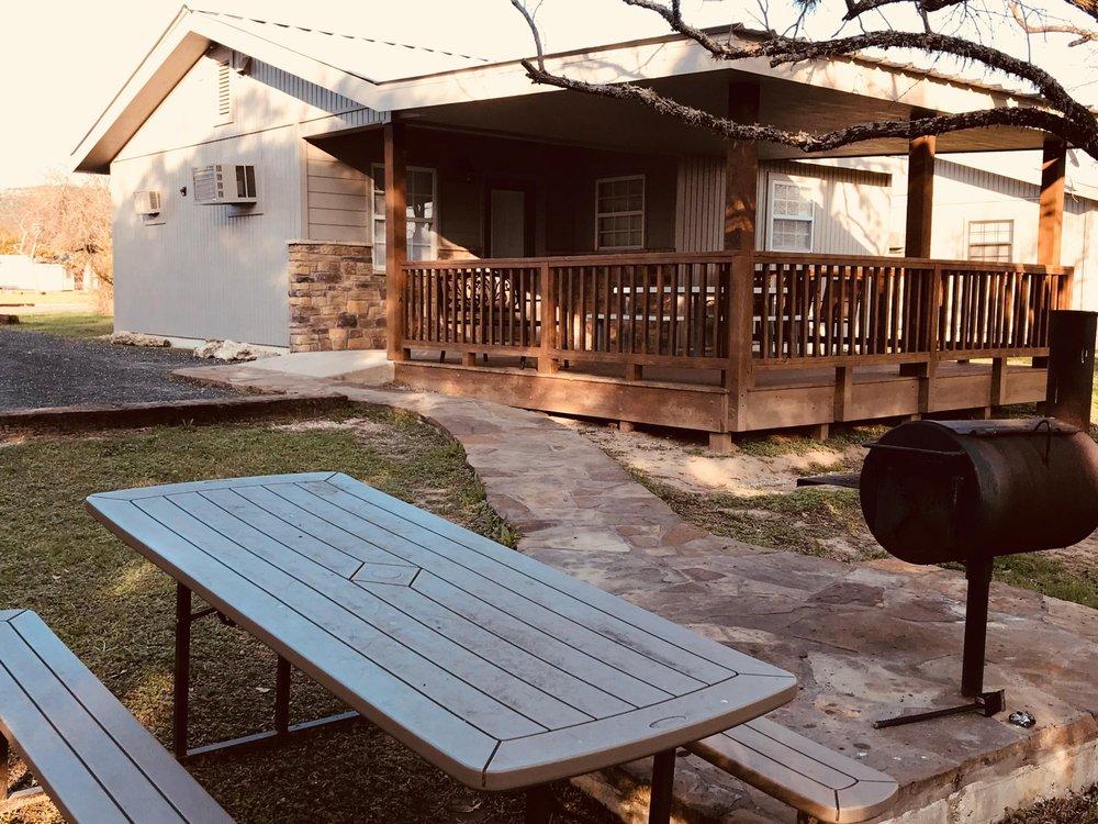 4J Riverway Cabins & RV Park: 685 Hwy 1050, Concan, TX
