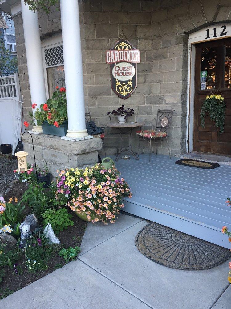 Gardiner Guest House: 112 Main St E, Gardiner, MT