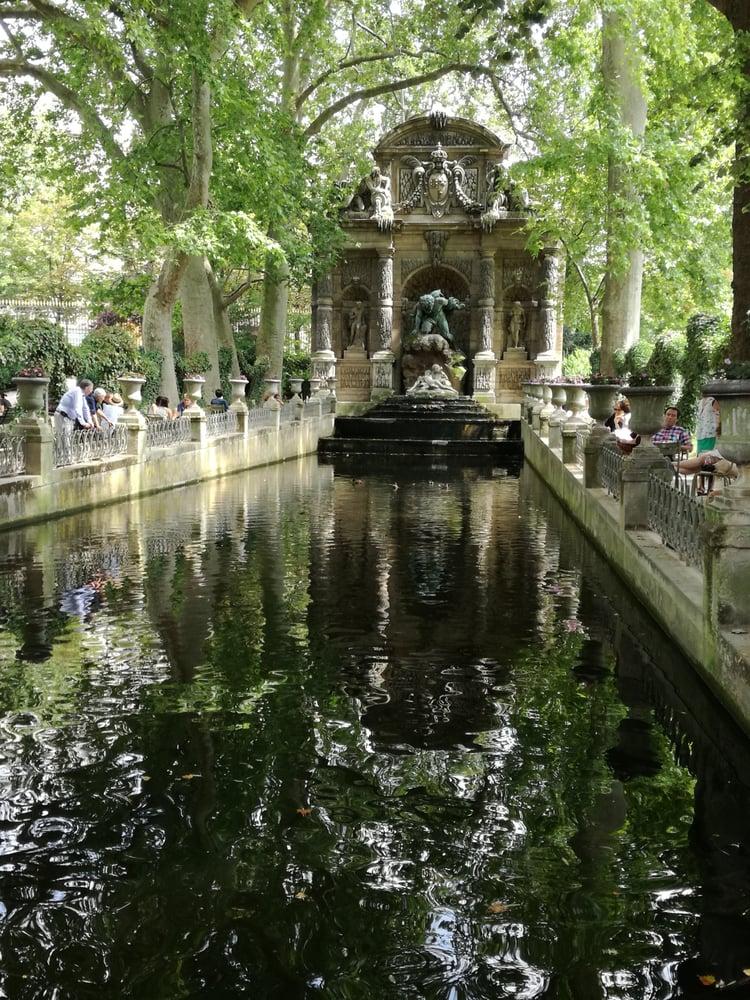 La grotte de maria de medici yelp for Piscine jardin du luxembourg