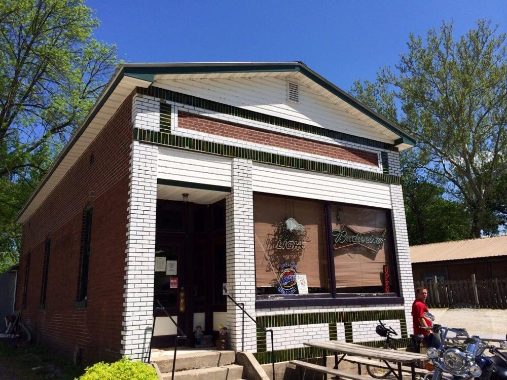 Treloar Bar & Grill: 16698 Texas St, Marthasville, MO