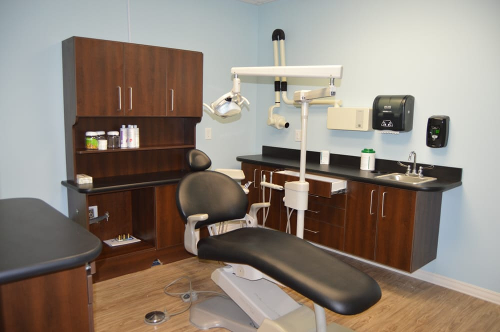 Lawrence Bullard, DDS - Village Family Dental: 104 W Southern Ave, Raeford, NC