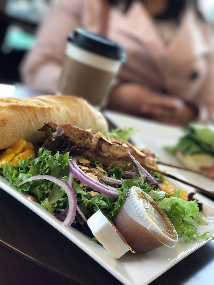 Niche Cafe: 2460 Hilborn Rd, Fairfield, CA