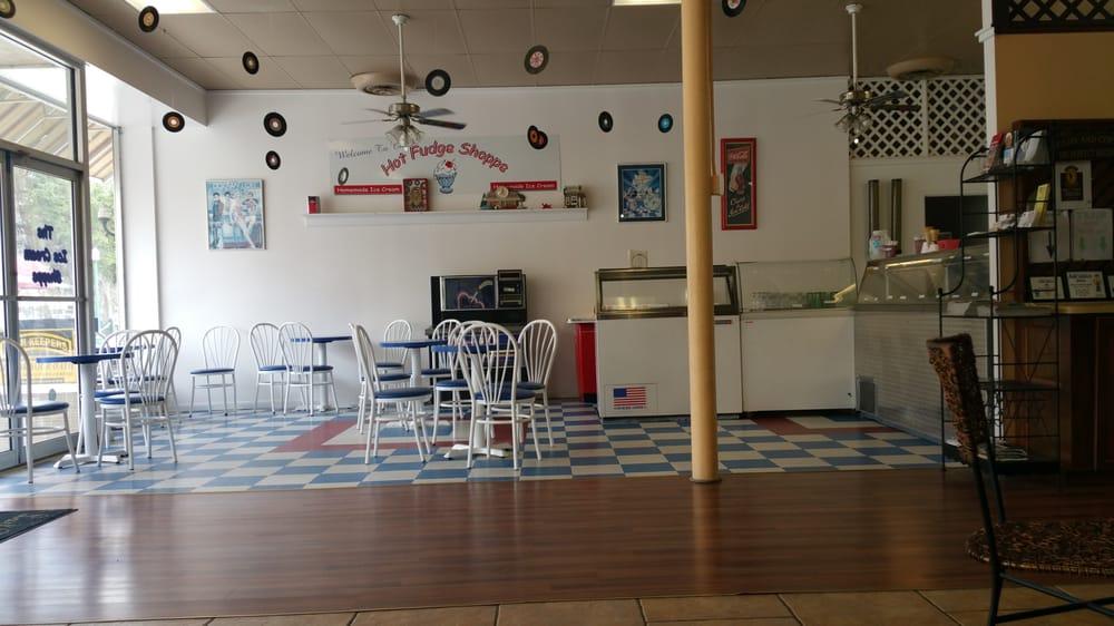 Last Chapter Books & Coffee: 15 W Oak St, Arcadia, FL