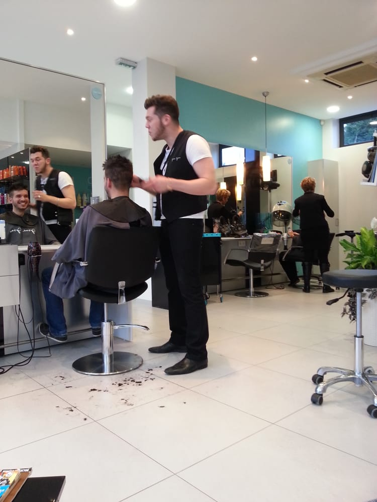 Gina Gino Coiffeurs& salons de coiffure 19 rue desÉglantiers, Sainte Genevi u00e8ve des Bois  # Coiffeur Sainte Genevieve Des Bois