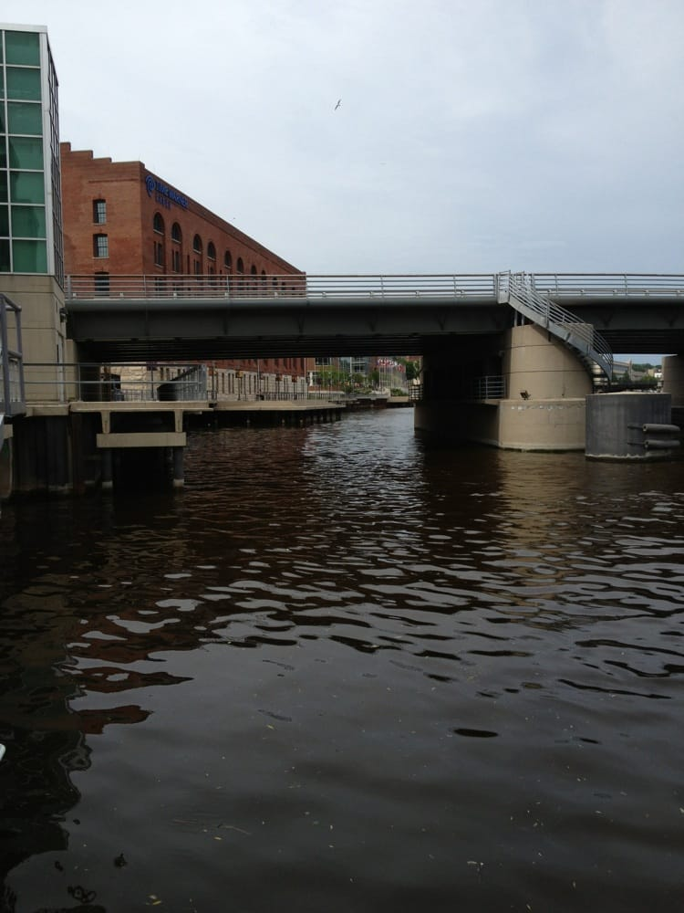 Milwaukee River Cruise Line