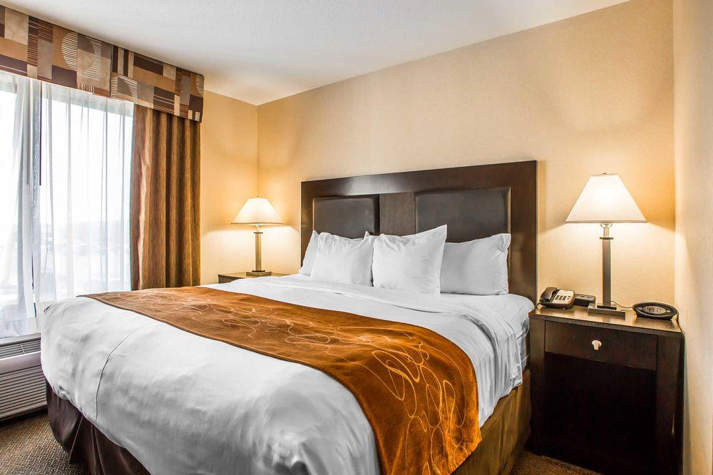 Comfort Suites: 400 South Koeller St, Oshkosh, WI