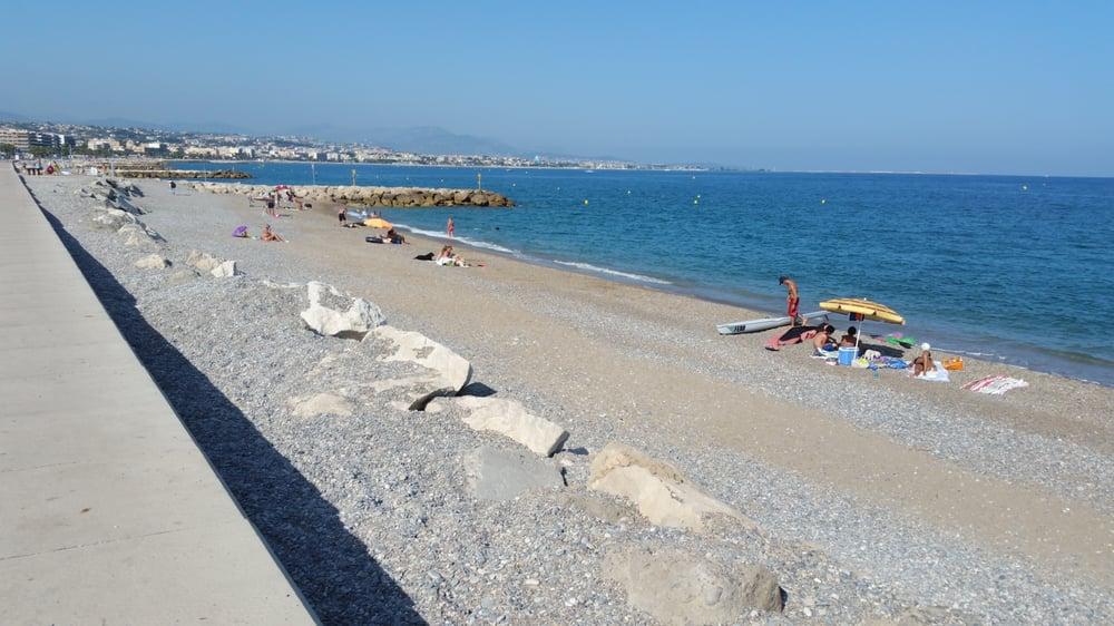 La plage aux chiens spiagge stabilimenti balneari bord for Garage de la plage cagnes sur mer