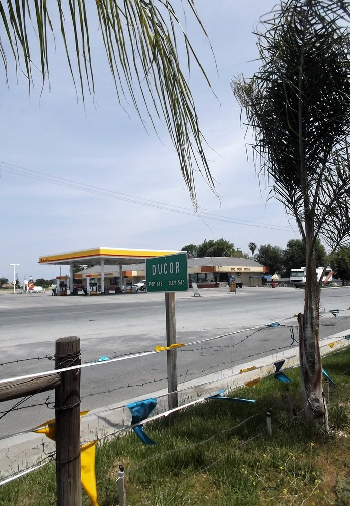 A & A Shell Foodmart: 23314 Ave 56, Ducor, CA